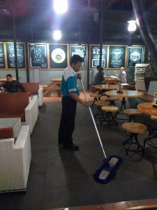 Cleaning service on duty @My Kopi O